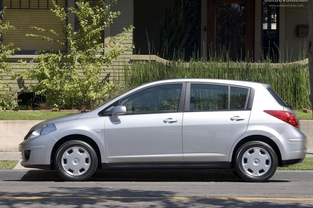 2012 nissan versa hatchback owners manual